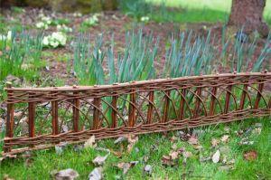 柳条边缘磨边(1m) -  2件套这种有品味的柳条边缘磨边是任何草坪,花坛或路径的完美补充。由天然编织的柳树制成,边缘配有2个柳条柱,便于安装。特点:不需要草坪边缘修剪减少杂草转移2支柱,便于安装包括2×1米长边缘天然柳尺寸:长度:100厘米(3'3)高度:35厘米(1'1)地上部分:20厘米