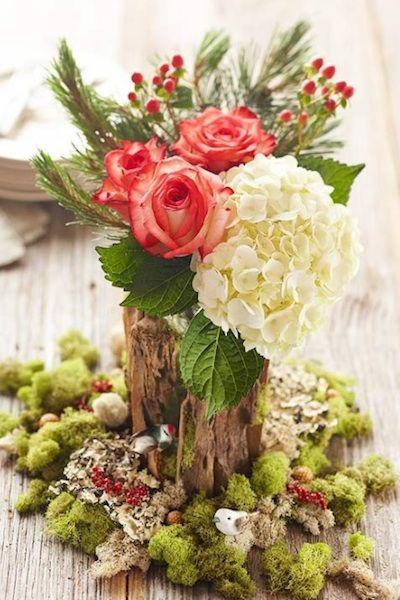 假日周围的婚礼可以通过在宠物,装饰或纸制品中添加松木细节来获得微妙的触感。
