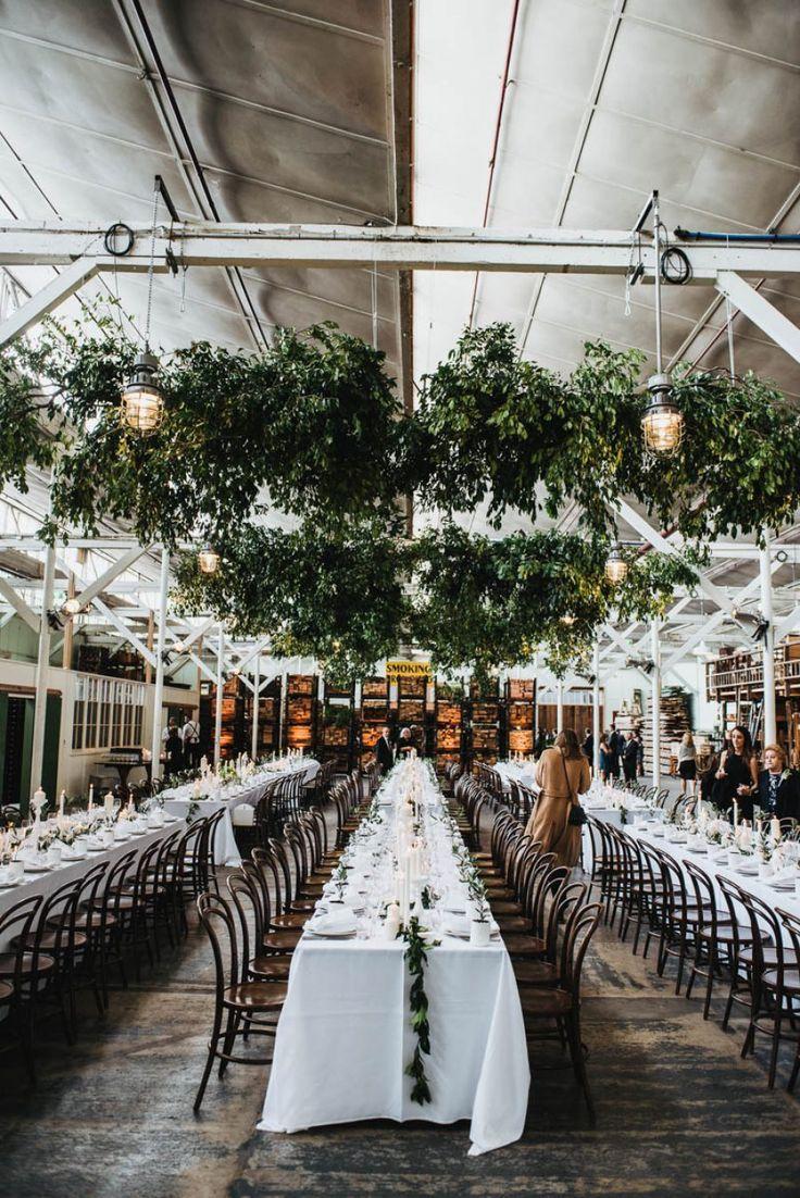 现代仓库婚礼与挂绿化