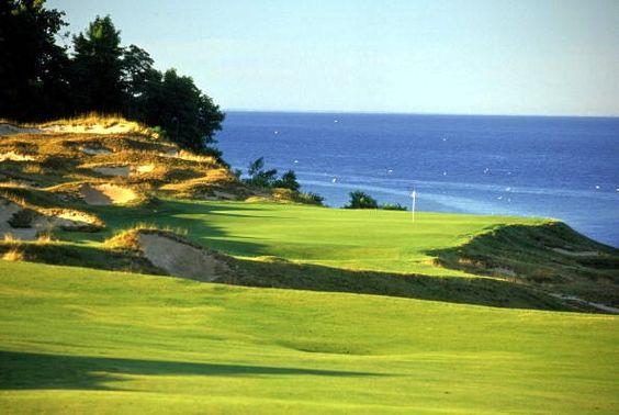 这个Whistling Straits高尔夫球场的照片库包括图像以及关于球场上每个洞的信息。