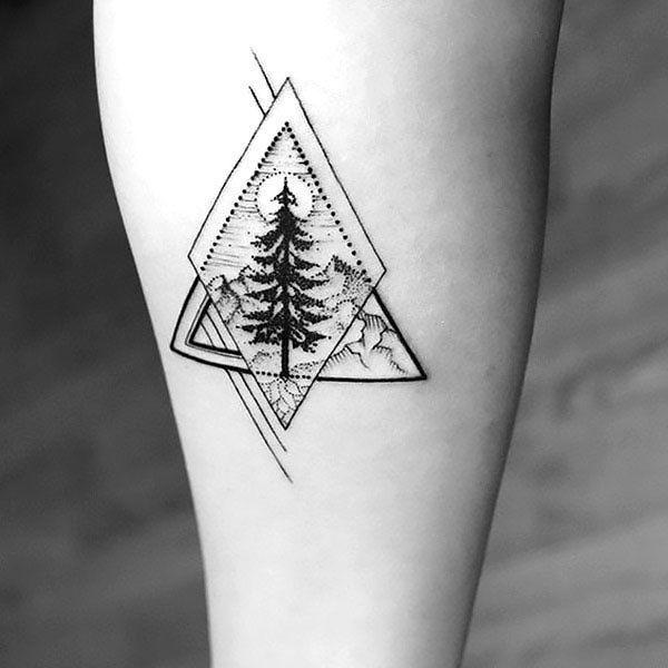 在前臂的几何树纹身花刺