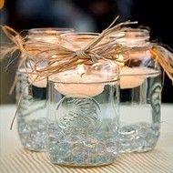 梅森罐子的简单优雅并不总是被认可,但只需要一点时间和创造性的触感,您就可以将基本的罐子变成适合您婚礼的优雅装饰。无论您的招待会是夏季晚会还是冬季仙境,您一定会受到本博客中华丽创意的启发。有这么多用途,我们应该从哪里开始?将飘逸的蜡烛与蕾丝或细绳相结合,营造出乡村浪漫的感觉。一组不同大小的罐子,只有一个小茶灯可以取代花卉中心件,并帮助点亮您的接待场地。这些梦幻般的装饰会让任何女孩都晕倒,并让她想起她一直梦寐以求的迷人婚礼。另一个可爱而实用的想法是使用梅森罐作为眼镜,在接待处为客人提供饮料选择。更进一步,将黑板接触纸贴在罐子上。您可以写下客人的姓名甚至是他们的桌号,以便将他们引导到座位上。如您所见,梅森罐可用于过道装饰,照明,饮水杯,甚至是地方卡。你还在等什么?前往罐头部分的当地商店,装饰你的心脏!如果您的婚礼太遥远而无法等待,请考虑在您的假日聚会上展示这些引人注目的DIY项目。图片来源:浮动茶蜡梅森罐,烛光玻璃瓶照明,梅森上罐,简单的主体性黑板联系表,玻璃瓶柠檬水,粉红和白色的花朵在吊罐,过道装饰品,红色和白色的主体性,梅森罐子青睐标签