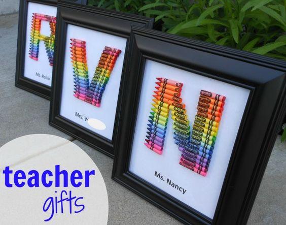 这个蜡笔会标工作完美作为一个自制的老师礼物,以显示我们多么爱我们的老师!让我告诉你如何制作蜡笔会标......