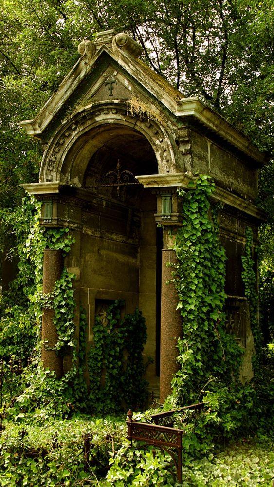 Wiener Zentralfriedhof bei Tor 1  - 位于维也纳的中央公墓1号门