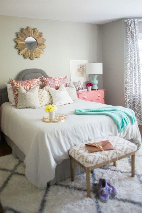 我喜欢看到改造前的房间。今天,我正在分享我妹妹的青少年卧室的前后照片。