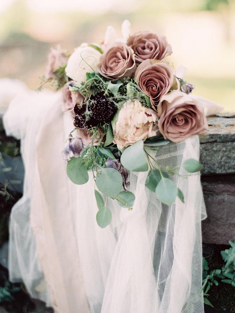 玫瑰石英色香味花束