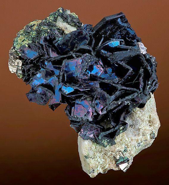 covellite on quartz, montana