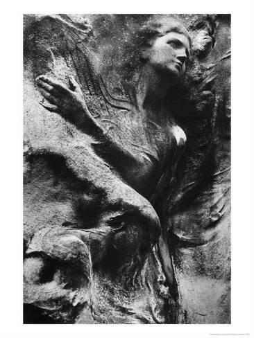 尺寸:24x18in Giclee打印:雕刻雕刻,巴黎Pere Lachaise墓地,西蒙马斯登:主题英国摄影师西蒙马斯登是黑暗塔楼,摇摇欲坠的城堡,粗糙的树木,哥特式墓地和薄雾笼罩的荒凉的超自然境界的看门人。在险恶,耸人听闻的黑白照片中,马斯登表达了他对幽灵般的存在及其统治的坚定信念。马斯登经常使用红外胶片拍摄不列颠群岛,爱尔兰,德国,罗马尼亚,美国和许多其他国家的不祥建筑和风景。世界闻名的马斯登作品遍布众多博物馆,包括洛杉矶的J. Paul Getty博物馆和伦敦的维多利亚和阿尔伯特博物馆。