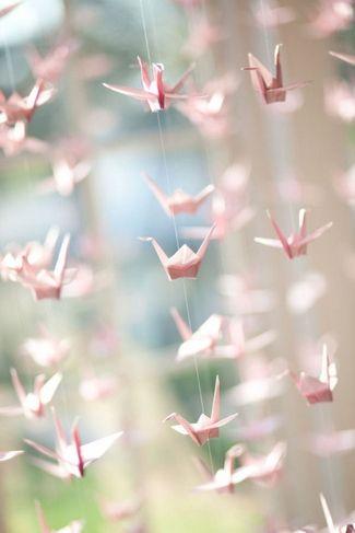 21 DIY户外和悬挂装饰理念|五彩纸屑白日梦 -  DIY折纸鹤悬挂装饰为你的婚礼哇因素♥#DIY #OutdoorDecor #HangingDecor