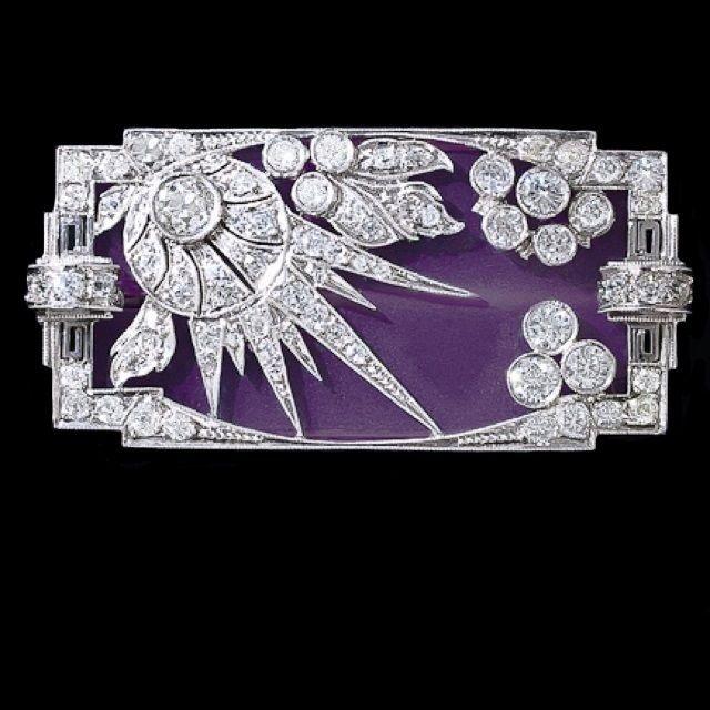 装饰艺术珐琅和钻石镶嵌胸针。