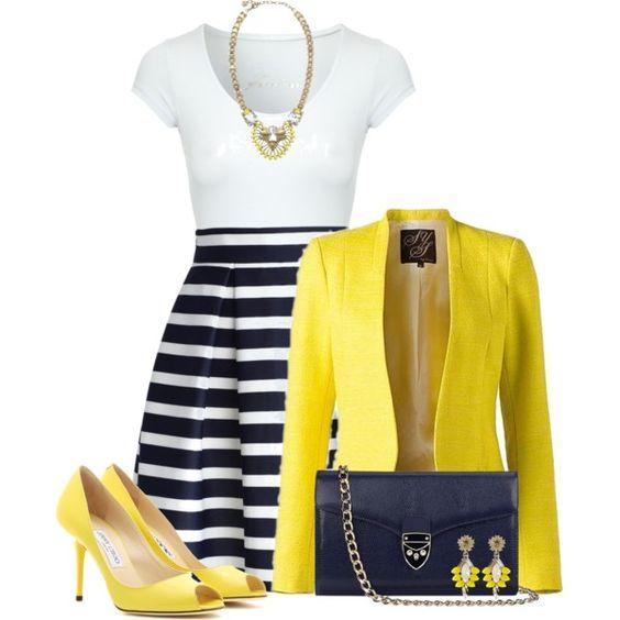 从2015年4月开始,时尚外观以印花T恤,百褶裙和黄色鞋为特色。浏览和购物相关的外观。