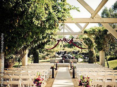 富勒顿的Coyote Hills高尔夫俱乐部:橙县户外婚礼场地。比较信息和价格;查看照片。