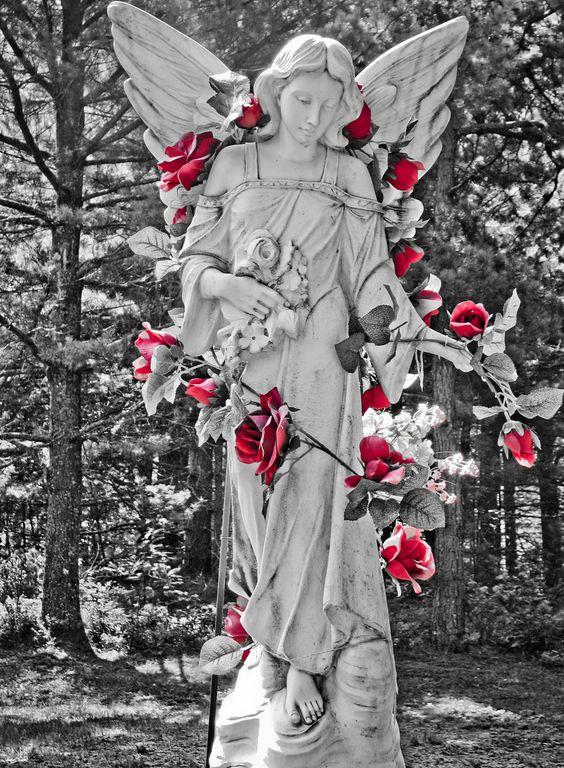 精美的公墓雕像