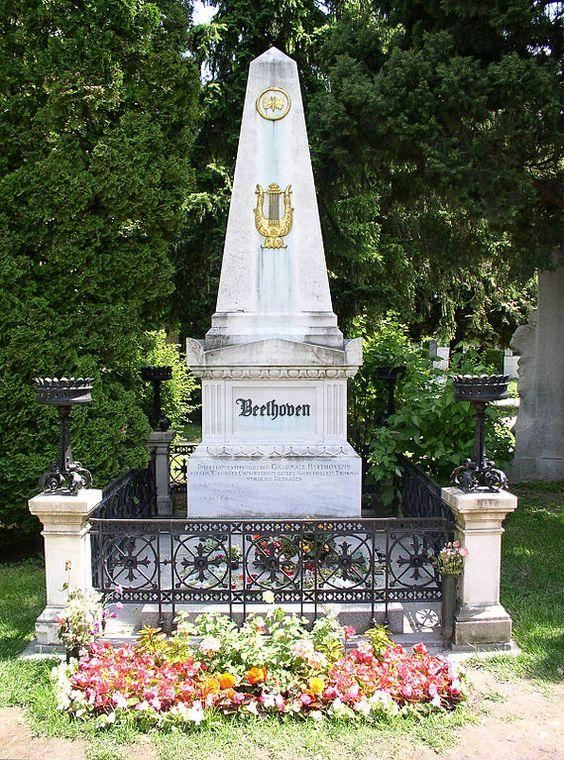 路德维希·凡·贝多芬1770年 -  1827年埋葬:zentralfriedhof,维也纳,奥地利鳕鱼:肺炎,肝病贝多芬最初被埋葬在Wahringer Friedhof。该墓地在1870年关闭。贝多芬和舒伯特(被埋葬在他的偶像旁)都被转移到了Zentralfriedhof。