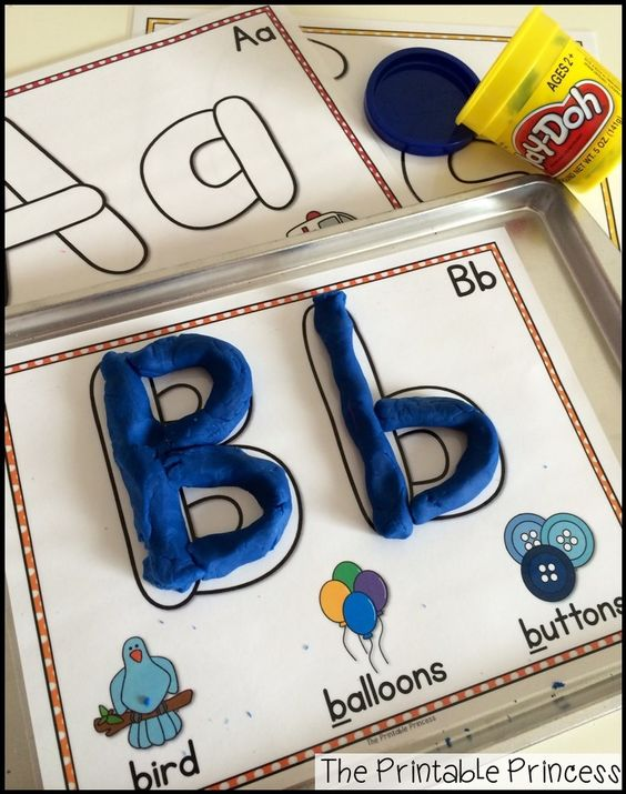 这些垫子是一种练习形成字母的有趣方式,它是非常精细的运动练习!再加上孩子不喜欢玩橡皮泥?所有你需要做的就是打印和层压它们,所以准备工作非常容易为你准备!你可以把这些垫子放在一张饼干上,这样就可以做一个无混乱,易于清理的面团活动!