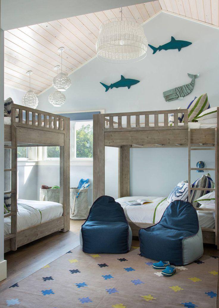 蓝色海滩房子上下铺的房间