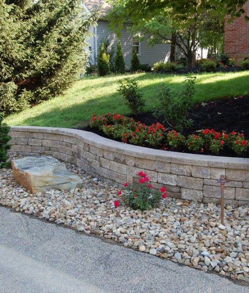 迷你克雷塔挡土墙块非常适合您庭院周围的独立墙壁,或作为您景观多平坦区域之间的分区。