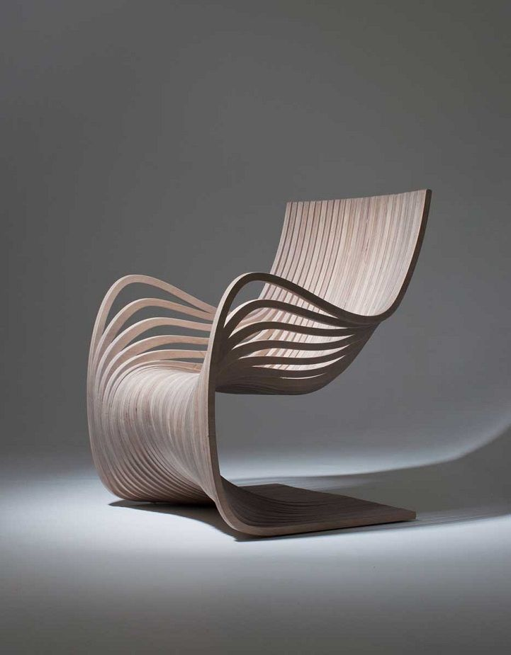 This gracefully curving wooden chair is one of the latest pieces exquisitely crafted by designer Alejandro Estrada. The Pipo Chair, produced for sale by Gu