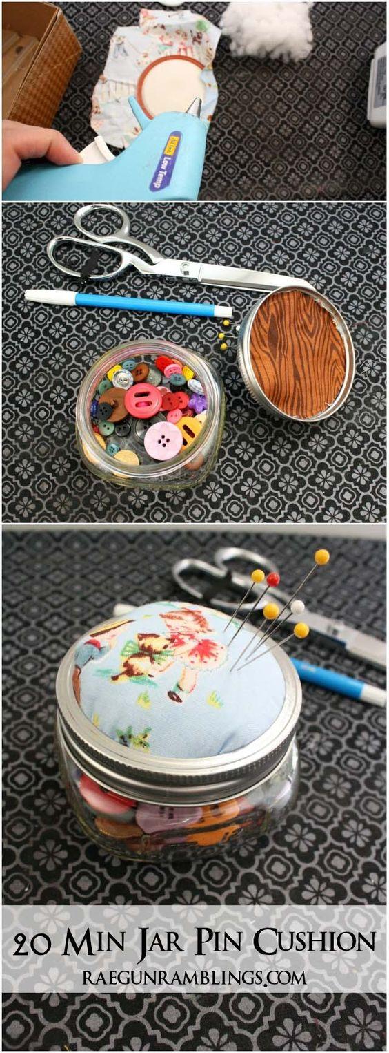 使用这款梅森瓶子针垫教程,将一个罐子和织物循环上升到一个真棒针枕垫