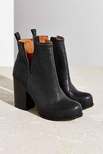今天在Urban Outfitters购买Jeffrey Campbell Oshea脚踝靴。我们为您提供所有最新的款式,颜色和品牌,从这里选择。