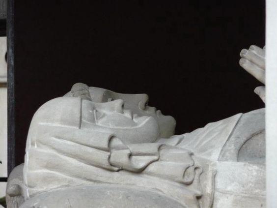 Abelard和Heloise在法国巴黎Pere Lachaise墓地墓地的肖像