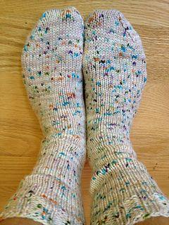 苏珊B.安德森如何制作精纺袜子。自由模式。那双脚看起来很舒适。