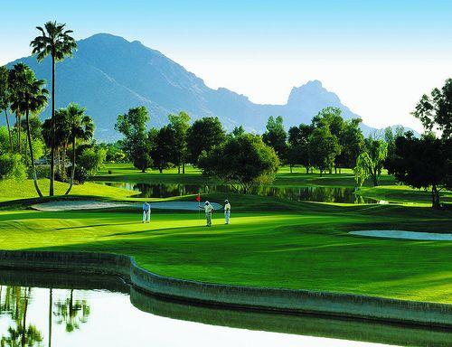 这些高尔夫球场是斯科茨代尔或亚利桑那州凤凰城索诺兰套房高尔夫套餐和课程的一部分,可供您,您的家人,朋友或企业团体使用。 Sonoran Suites酒店提供斯科茨代尔,凤凰城,图森,圣地亚哥,棕榈泉,拉斯维加斯和梅斯基特的顶级度假公寓出租和高尔夫度假套餐!我们的一卧室,两卧室和三卧室设施齐全的豪华公寓提供优惠价格,适合度假租赁和无与伦比的高��夫套餐,适合西南部各种高尔夫球场的任何口味和预算。我们提供一晚,一周或一个月的假期,并提供个性化的服务,定制的套餐价格,酒店和度假风格的设施和住宿,非常适合您在亚利桑那州,加利福尼亚州或内华达州与朋友一起度假,商务旅行或高尔夫之旅。致电Sonoran Suites,电话号码是1-888-786-7848,让我们专业的高尔夫预订人员预订最好的定制高尔夫度假,或者在www.sonoransuites.com上获取在线报价!