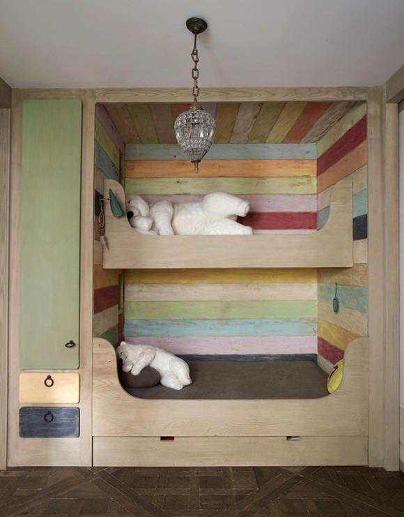 五颜六色的木双层床