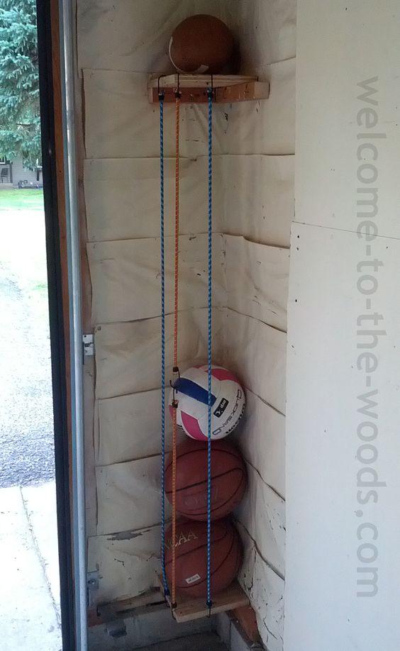 一个关于如何建立一个球畜栏在您的车库存储运动装备的教程。按照简单的教程创建更好的组织球存储。