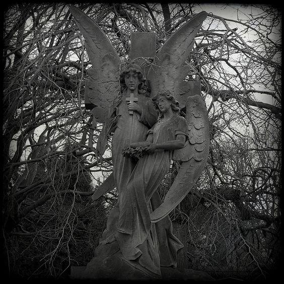 天使,迪恩公墓,爱丁堡,苏格兰......在爱丁堡,你无法击败迪恩公墓的炫耀雕刻。