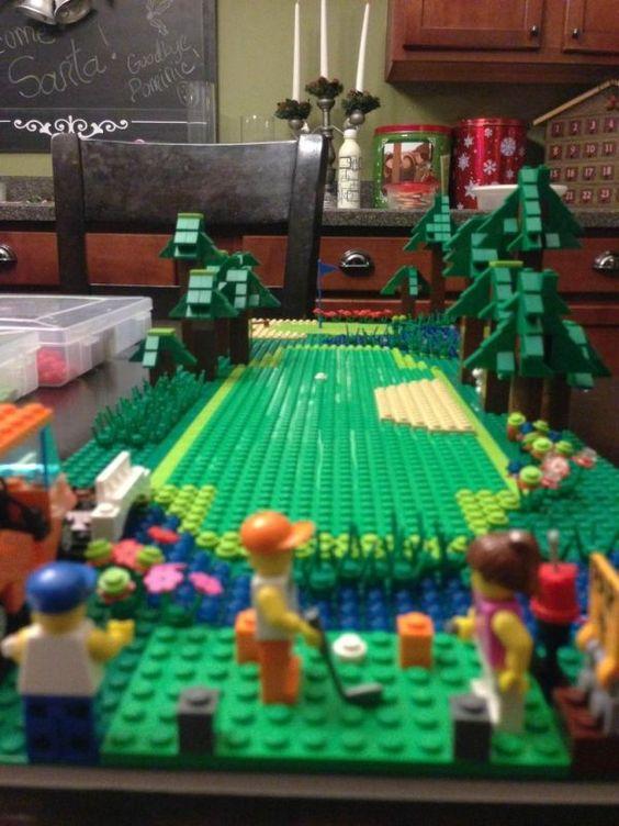 Imgur用户elviscoffeecup使用乐高积木制作了一款桌面单洞高尔夫球场,并配备了高尔夫球手!这对他的儿子来说是个圣诞节惊喜。查看更多不同角度和细节特写的照片。链接 - 通过GolfBlogger ...
