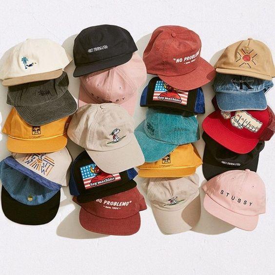 今天在Urban Outfitters店购物Stussy Signature Strapback Hat。我们为您提供所有最新的款式,颜色和品牌,从这里选择。
