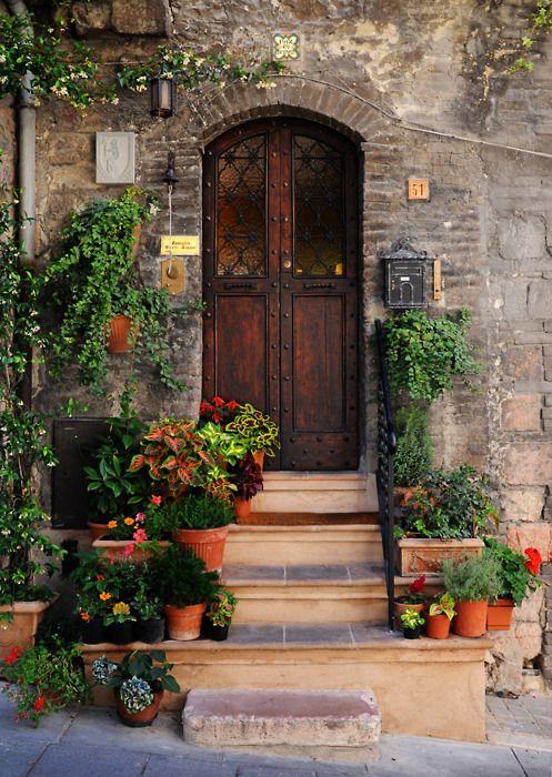 我很想知道意大利阿西西这扇门的另一面是什么......