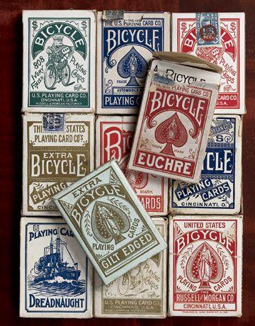 经典自行车纸牌具有巧妙和美丽的设计。