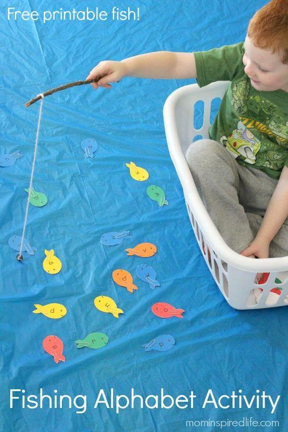 这个钓鱼字母表活动在我的孩子们中非常受欢迎!这是练习字母识别和字母声音的好方法,同时有很多乐趣!