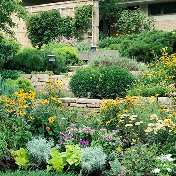 通过在院子里添加石墙,创造一个持久而优雅的外壳。