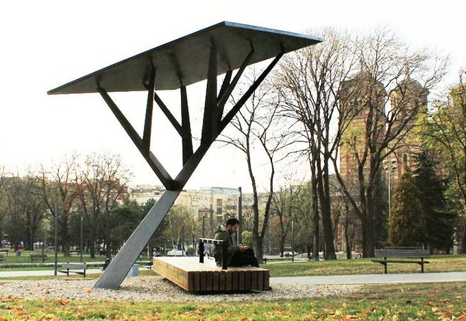 Solar Energy, art, installation, park, Strawberry Energy, Tašmajdan Park, Miloš Milivojevic, charging station, electronics, IPad, IPod, Black Tree