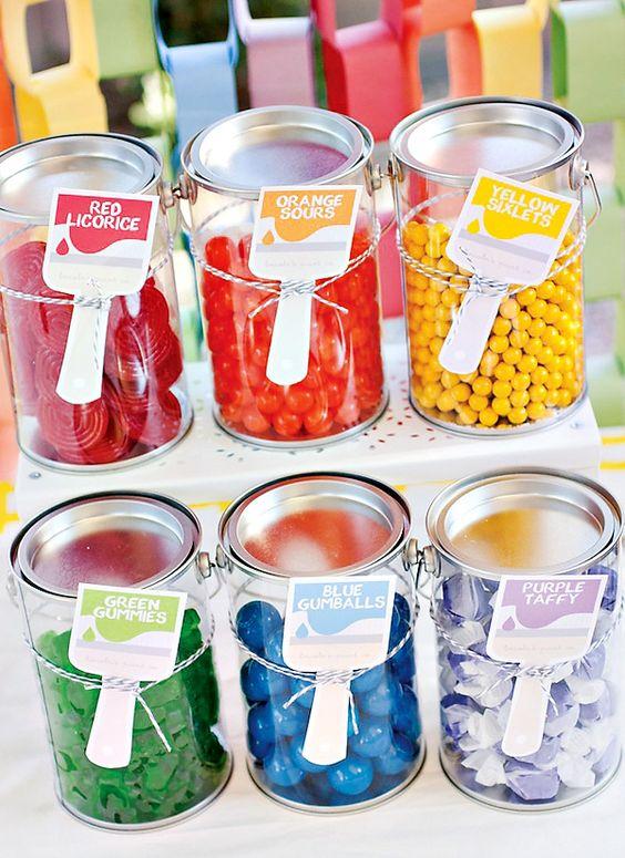在彩虹派对上放上一个有趣的旋律,让它成为彩色油漆罐中的糖果彩虹油漆派对,旋转艺术站,油漆刷对待!