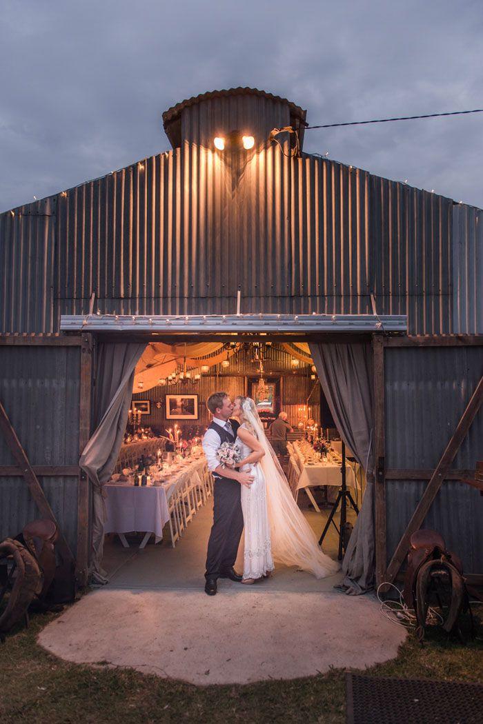 在改造的棚屋举行的乡村婚礼//工作室印象摄影