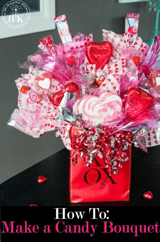 如何创造糖果花束 - 相信我,这很容易!糖果花束也为情人节,母亲节,毕业典礼等提供了很好的礼物。