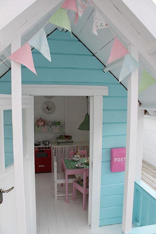 您是否需要为孩子们的小屋提供一些想法和灵感?这个被内外涂了,看起来很神奇!