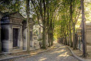 Jim Morrisons坟墓的pere lachaise墓地在巴黎