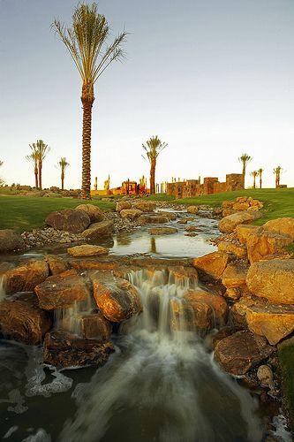 这些高尔夫球场是亚利桑那州斯科茨代尔的索诺兰套房高尔夫套餐和课程的一部分,可供您,您的家人,朋友或公司团体使用。索诺兰套房提供在斯科茨代尔,凤凰城,图森,圣地亚哥,棕榈泉,拉斯维加斯和梅斯基特首屈一指的度假公寓租赁和高尔夫度假套餐!我们的一卧室,两卧室和三卧室豪华公寓为您提供优惠的度假租赁服务和无与伦比的高尔夫套餐,适合西南地区各种高尔夫球场的任何口味和预算。我们提供一晚,一周或一个月的假期,并为您的家庭度假,商务旅行或与亚利桑那州,加利福尼亚州或内华达州的朋友打高尔夫球提供私人服务,定制套餐价格,酒店和度假风格的设施和住宿。拨打索诺兰套房1-888-786-7848,让我们专业的高尔夫预订人员可以预订最佳定制高尔夫假期,或者在www.sonoransuites.com网站上获得在线报价!