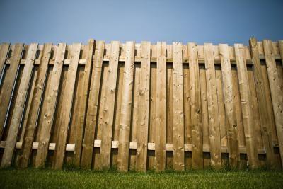 了解如何以经济为基础构建简单的托盘围栏,以安装的基本技术和其他选项为中心。