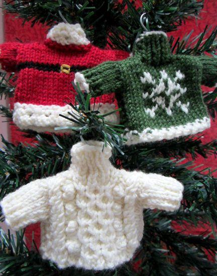 对于今天的降临节日历,我正在回到这篇文章,因为它今天的圣诞节跳跃日,以帮助拯救儿童! Debbie Bliss为stunni设计了这些美丽的图案......