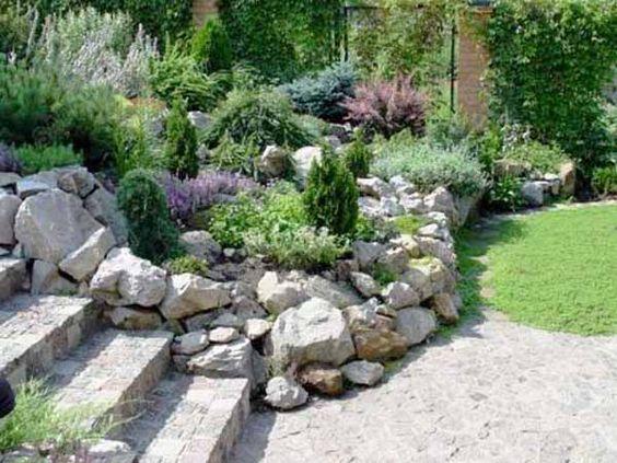 岩石花园是添加岩石和花园景观创意的独特形状和质地的绝佳方式,可为您的后院或前院装饰带来自然的感觉
