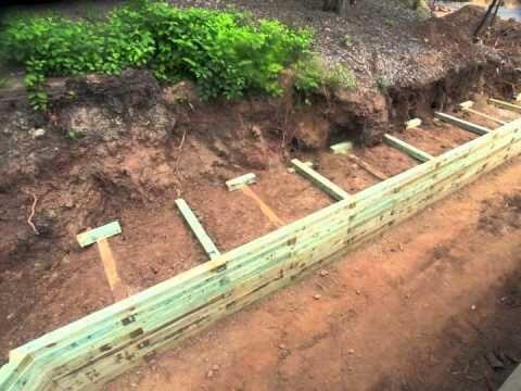 如何建造带有凹凸的挡土墙您可以建造一个挡土墙,以简单,经济的方式露出不平坦的地面并减少污垢侵蚀。 desigretain.net的描述。我在bing.com/images上搜索过这个