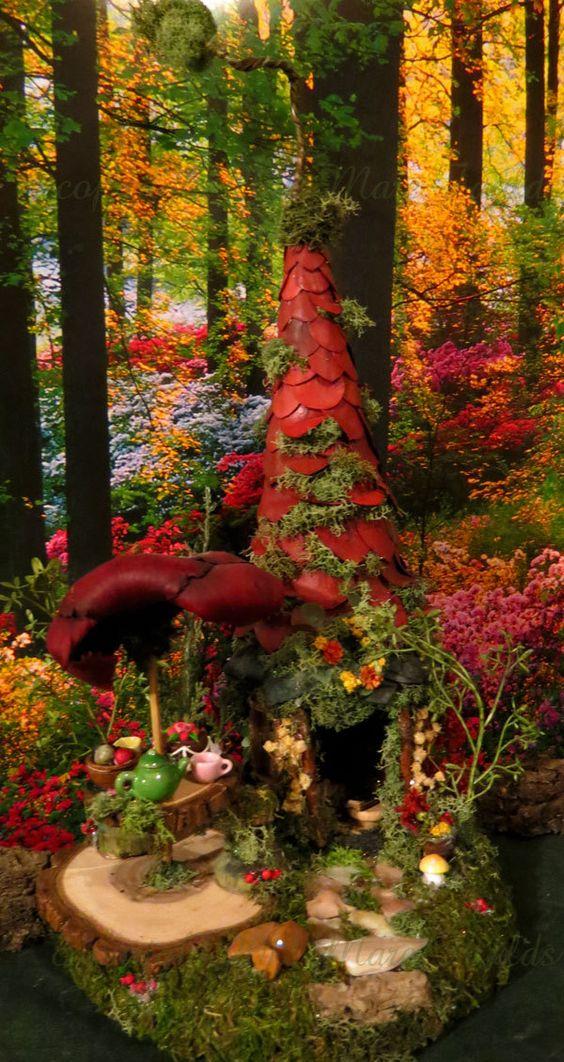 """Ƹ̵̡Ӝ̵̨̄Ʒ这座童话故事被命名为""""Ruby's Fairy Garden Party""""。它由木材制成,并被漆成深绿色的森林。屋顶由红宝石红叶和绿色苔藓组成,有我标志性的曲折顶部。它安装在一块圆形木头上,用于它的底座。这座童话般的房子拥有开放的概念,前门设有两个树枝边和美丽的奶油岩路。���里面你会发现绿色的墙壁,一个带黑色粗麻布和棕色叶子窗帘的窗户,一个手工制作的童话床,蘑菇植物床头板上装饰着苔藓,乡村风格的床罩,上面的艺术装饰和木头桌子上有一本手工制作的微型书。在对面的墙上挂着一个青铜色的金属仙女装饰。正门上方挂着一个微型花环。门的两侧有奶油花,在前面你会发现一个黄色的蘑菇,一个插花的花盆,树木,岩石等等。在房子的墙壁左边......有一个非常质朴的金框镜子。在地面左侧,您将看到带有红色植物伞的日志切片ooak桌面区域。桌子上有一个绿色陶瓷茶壶,2杯,一碗木浆果和一个微型派对蛋糕。桌子包括两个手工制作的童话凳。背面有一个木框窗户,灌木丛,迷你红树等。这需要数小时的工作。如需查看更多关于这个童话屋的图片,请访问我的博客 -  Woodlandfairyvillage(dot)com基地大约7""""圆。从木材底部到曲折顶部的房子大约是15 1 / 4英寸高。这是我的Woodland Fairy Village Collection©中的独一无二的童话屋。这是由艺术家Mare Faulds aka Marian Faulds独家设计的。这栋房屋仅供室内展示使用,应远离阳光直射。它适用于任何圣诞村庄的房屋展示,乡村住宅或林地场景装饰。此项目已签名并注明日期在底部。 *****我还在底部画了林地场景! **警告:这不是玩具,仅适用于室内显示器。此项目包含小部件,应视为窒息危险。所有童话般的房子都来自无宠物,无烟的家。 ***一旦创建了一个微型童话屋,它就无法改变。在这个时候,我不接受童话屋的定制订单,也不会重新制作任何已售出的商品。请知道每件作品需要数小时的创造性工作,我的心脏会进入我创造的每一件作品。当我尝试在某人的视野中工作时,创作过程和流程就会中断。我真诚地希望我的一个或多个童话屋直接吸引你。请注意:版权强制执行:此受版权保护的藏品已经并且目前正在通过各种杂志提交,出版和/或已在各种PUBLIC网站和传单上公开和公开展示。未经艺术家明确同意,不得使......"""