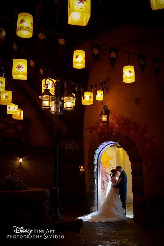 在迪士尼神奇王国中用浪漫的灯笼照亮你的爱情