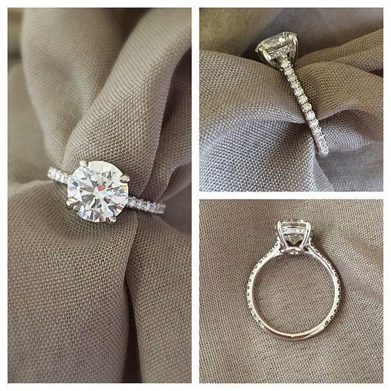 圆形钻石订婚戒指